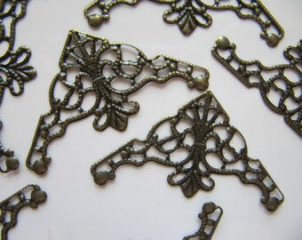 Filigree Connector Bead Wraps in Bronze Tone, Triangle Pendants, 5 Pieces, 48mm x 25mm, Lead and Nickel Safe