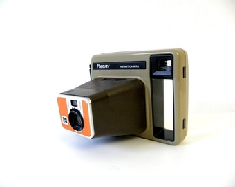 Vintage 1970s Earth-toned Kodak Pleaser Instant Camera