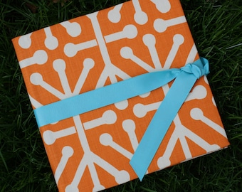 Orange and Cream: Simple, Easy, and Modern Baby Book / Calendar