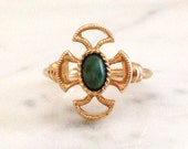 Vintage 1973 Avon Baroness Faux Jade Gold Tone Ring