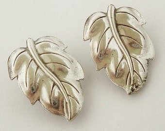 Lovely vintage sterling silver oak leaf clip earrings