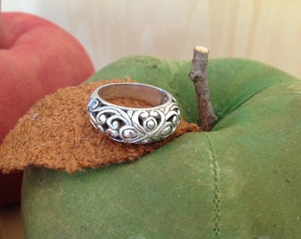 Sterling silver carved ring with openweave dome