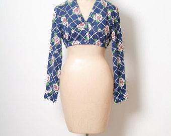 vintage 60s hippie shirt / belly shirt / shorts shirt / flower child / flower print  / summer of love / Cropped top / Blouse /Flower Blouse