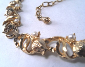 Sale 25% Off Use Coupon Code SAVE25 // Pearl and Goldtone Tulip and Leaf Segmented Necklace Vintage 50s