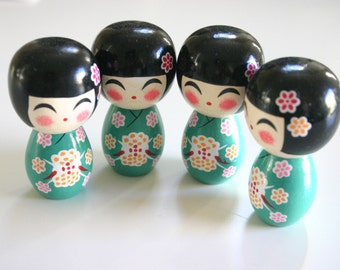 """GREEN Momo chan - 1 Wooden Japanese Kokeshi doll (2.75""""x1.5"""" at widest points)"""