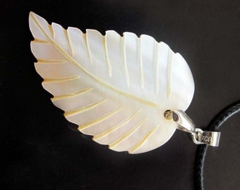 Single Face Luster Natural Sea shell Carved Leaf Pendant Bead Necklace 40mm x 26mm  T2652
