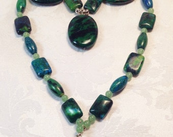 Green and Yellow Turquoise Necklace with green quartz crystal beads - natural semiprecious gemstones dyed