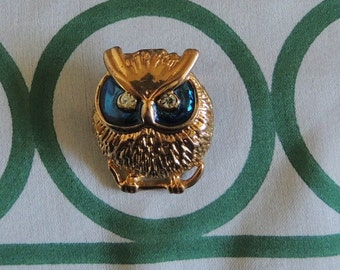 A Sweet Little Goldtone Vintage Owl Brooch