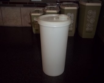 Vintage Tupperware Store and Pour Pitcher Drinking Beverage in sheer in great condition