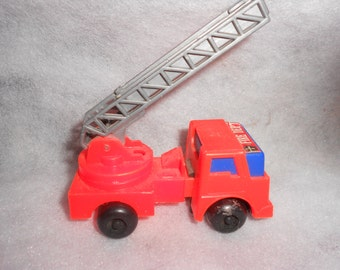 Fire Truck Vintage LYRA Plastic Molded Expanding Extension Ladder Truck 70s Hing Kong Friction Toy