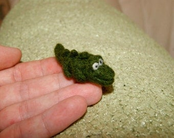 Felt crocodile, felt toy, cake topper, natural wool toy, tiny soft sculpture, crocodile miniature, needle felted crocodile, felt alligator