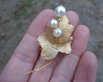 Vintage 1960s Gold Tone Leaf With Pearls By Roma Brushed Pin/Brooch Dainty Delicate