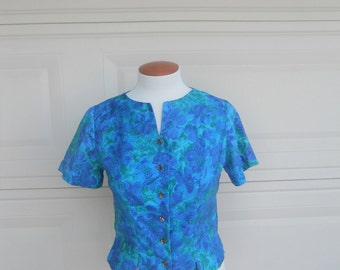 SALE Vintage 60s Crop Top . Blue Green Muted Floral Print . by Lee Mar California