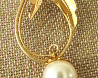 vintage 50s gold tone tear drop pin brooch w dangling large pearl