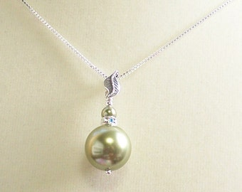 Green Crystal Pearl Necklace