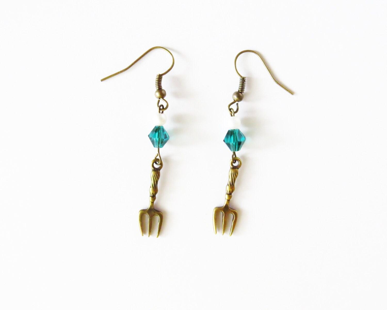 the mermaid inspired dinglehopper earrings fork pearl