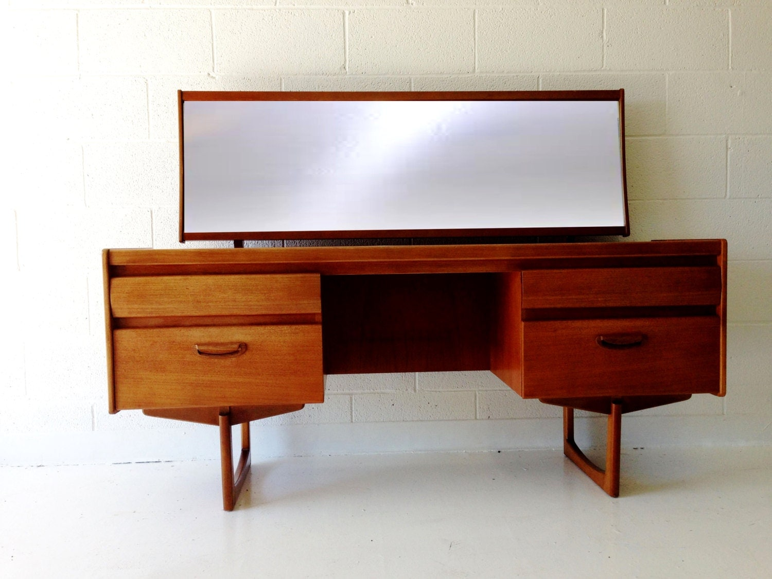 mid century modern desk vanity table in teak with four drawers. Black Bedroom Furniture Sets. Home Design Ideas