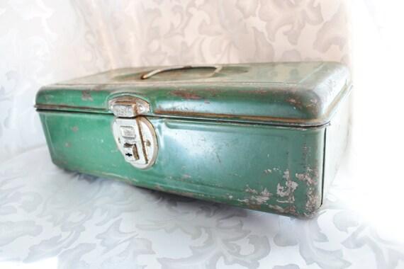 Vintage Old Pal Green Metal Fishing Tackle Box