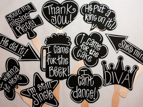 10 customized chalkboard photo booth props with phrases for Party utensilien