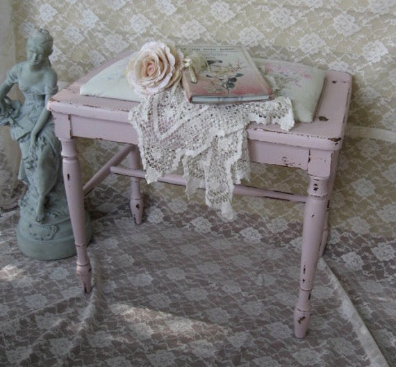 Banc de piano shabby chic meuble banc rachel ashwell fabric for Meuble romantique chic