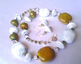 Chunky White & Green bead necklace set