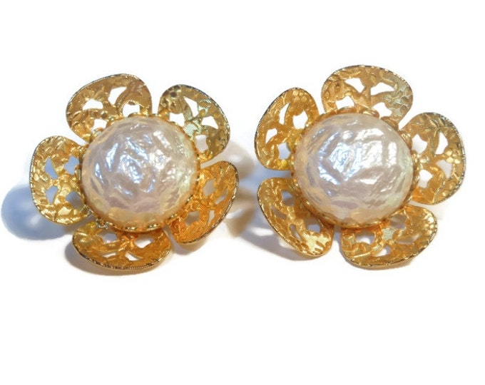 FREE SHIPPING Celebrity pearl earrings, signed, gold and faux pearl flower clip earrings