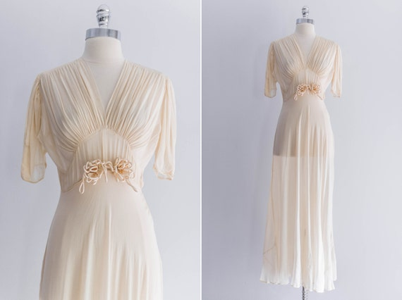 A Guide to Buying a Vintage or Secondhand Wedding Dress - Cwtch The ...