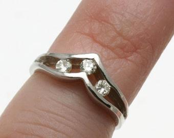 Vintage 14k white gold diamond V band 3 stone channel set Estate