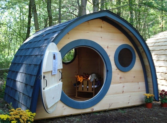 Price just reduced on this hobbit hole playhouse with round - Maison de jardin enfant ...