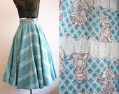 1950's Circle Skirt / Novelty Print Queens in Aqua / Size Small