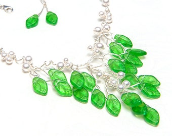 Green Vintage Style Necklace, Beaded Flower Necklace, Bridal Necklace of leaves and pearls, Prom Jewelry