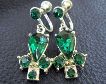 Green Rhinestone earrings, vintage emerald green glass silver tone screw back earrings, wedding, prom