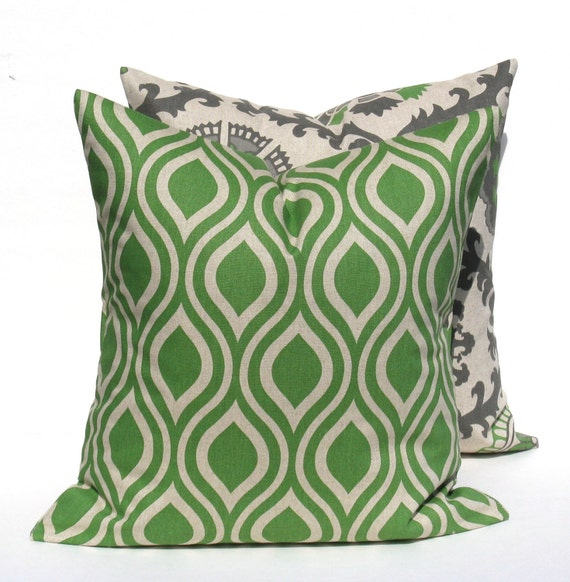 Items similar to Decorative Throw Pillows . Green Pillows. Green Decorative Pillow. Emerald ...