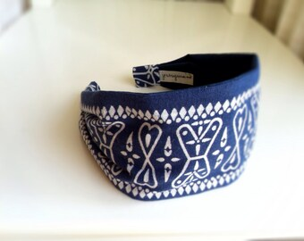 Hair bandana headband for women . Recycled Upcycled Repurposed Vintage Made in USA cotton bandana . Blue White RARE