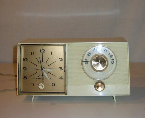 T & S Brass >> Vintage Mid-century 1960s GE Clock Radio by General Electric