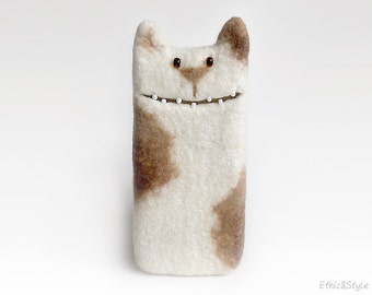 White Cat case for iPhone 5, iPhone 6 case, iPhone SE, Samsung Galaxy  S5/ S6 / S7 / S8, felted cat, felt case, unique Cat lover gift