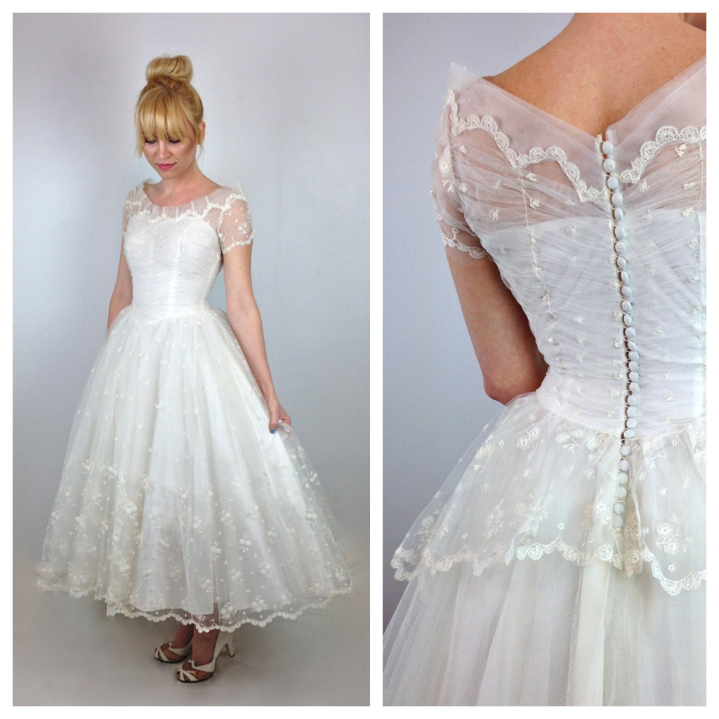 50s White Tulle Princess Wedding Dress / 1950s Button Back
