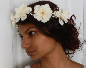 White flower floral bridal hair crown wreath hairpiece boho cream wedding hair accessories ivory