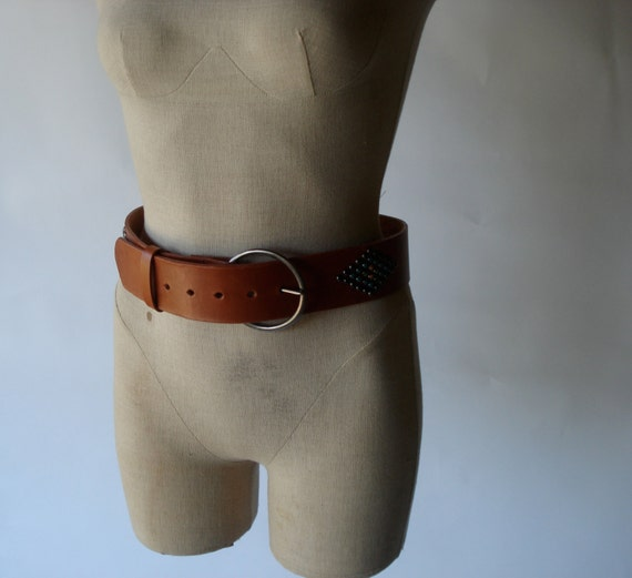 70s wide leather belt with round rivet diamonds & pewter buckle