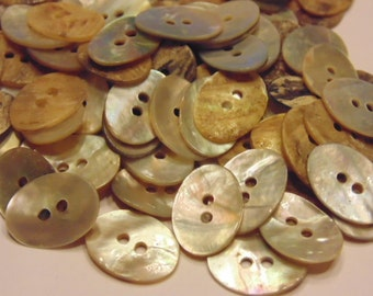 30 piece oval shaped shell buttons, 11 x 15 mm (B8)