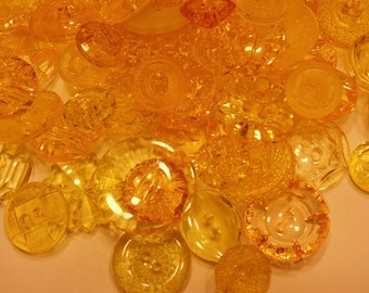 25 piece assorted yellow translucent button mix, 13-27 mm (46)