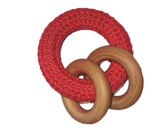 Interlocking rings crochet covered natural wooden baby teething ring / teether toy (cherry red)