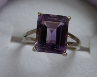 Vintage English gold and amethyst ring hallmarked