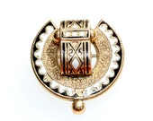 Antique Victorian Taille D'Epargne horseshoe mourning pendant/brooch, gold with white enamel and black onyx