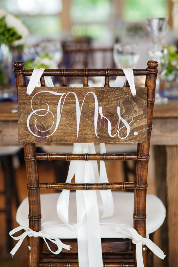 Mr and Mrs Chair Signs / WEDDING SIGNS / Wedding Signage / Rustic Wedding Signs WS-95