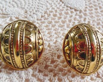 Avon Morrocan Exotic Clip Earrings
