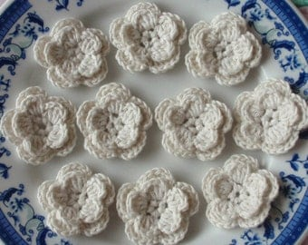 10 Crochet Flowers In Lt cream YH-048-40