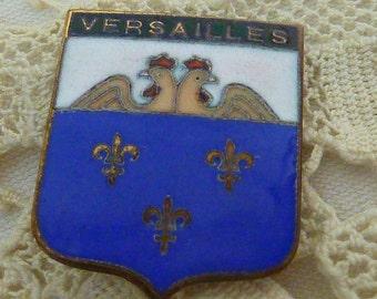 VINTAGE FRENCH VERSAILLES antique enamel souvenir crest pin with fleur de lis