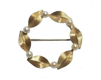 Vintage Circle Brooch Of Leaves With Cultured Pearls Krementz