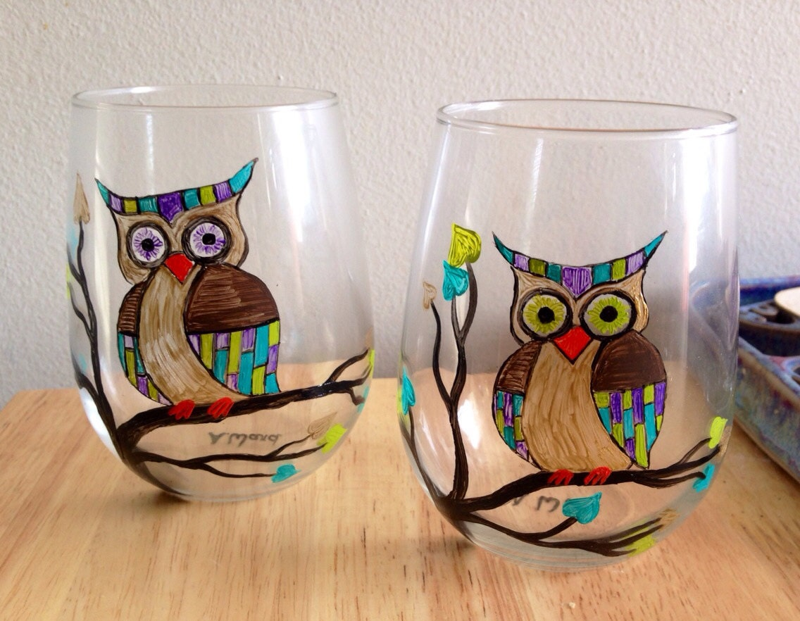 Hand painted stemless wine glasses owl on a tree branch for Painted stemless wine glasses